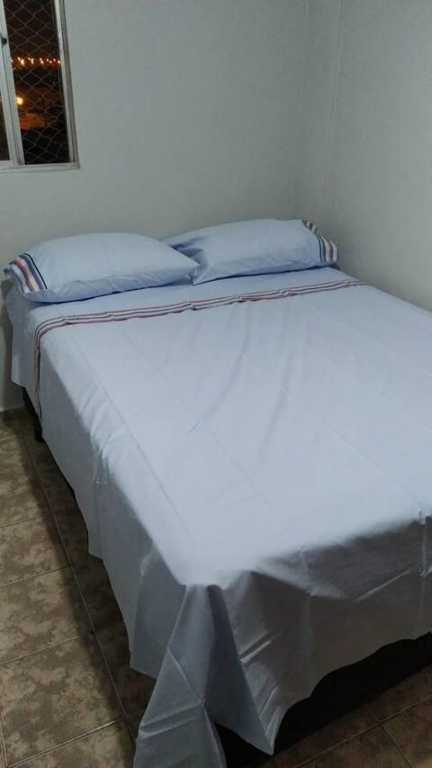 Quarto em apartamento no Núcleo Bandeirante