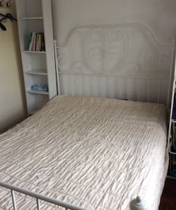 Simple double bedroom for one. - Enfield - Apartamento