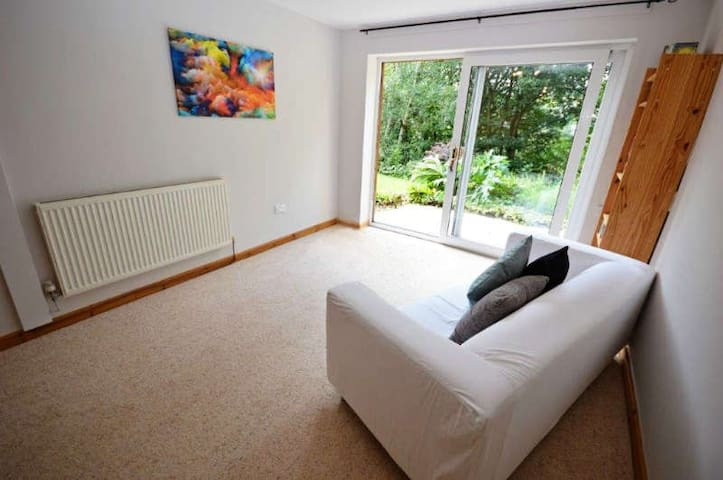Luxury private apartment . Over looking woodland - Holmfirth - Daire