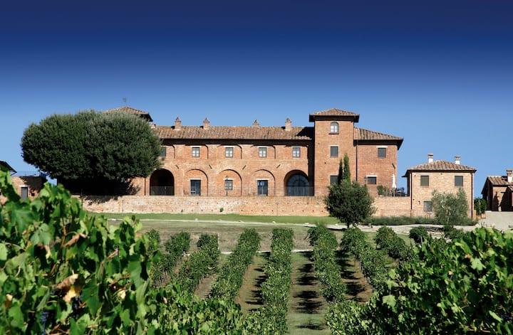 Terrarossa   Tuscan wine farm with panoramic pool