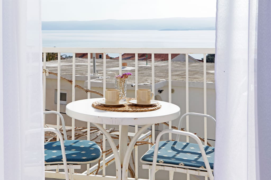 ideal spot for a morning coffe with a sea view