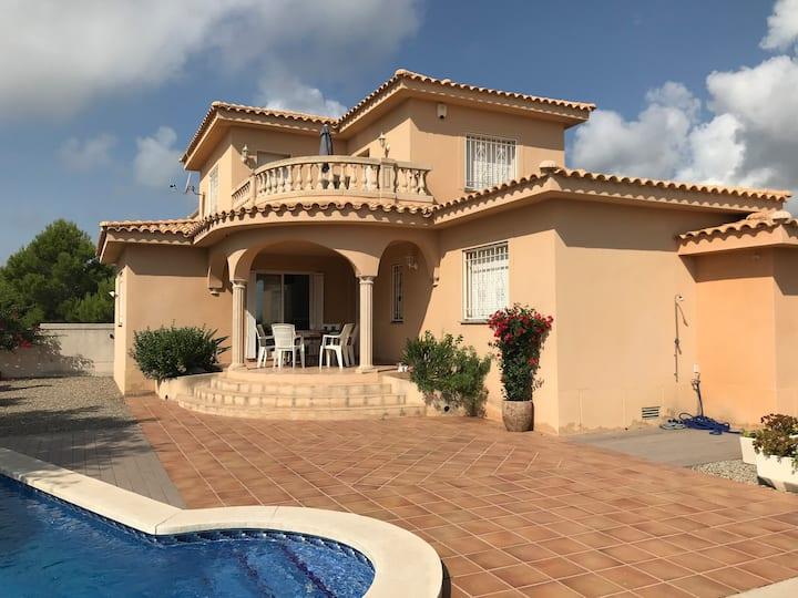Calafat,  maison avec piscine et vue mer