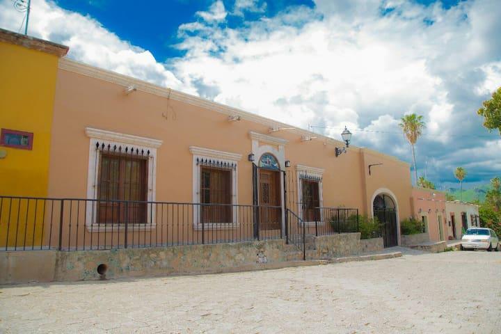"""Hermosa """"Casa Gala"""" en el centro de Alamos"""