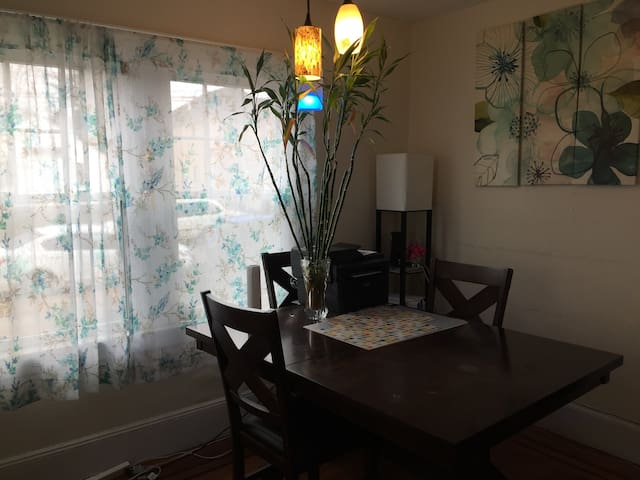Single Room  201 @ Oyster Bay, New York  11801