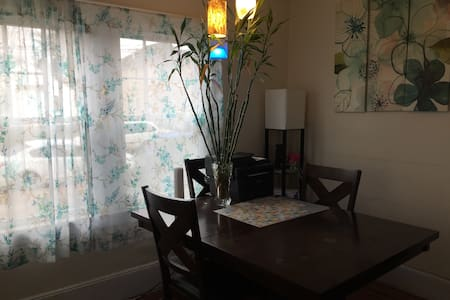 Single Room 101 @ Hicksville, New York, 11801 USA