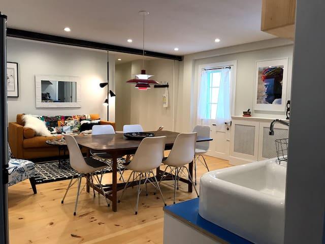 Lush Lower Warren Street One-Bedroom, Open Kitchen