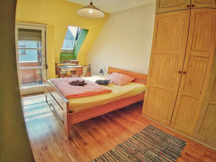 Beautiful sunny room with queen bed and balcony