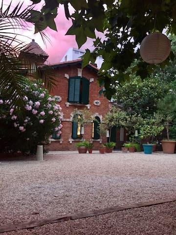 Charmante maison avec jardin coeur carré d'or