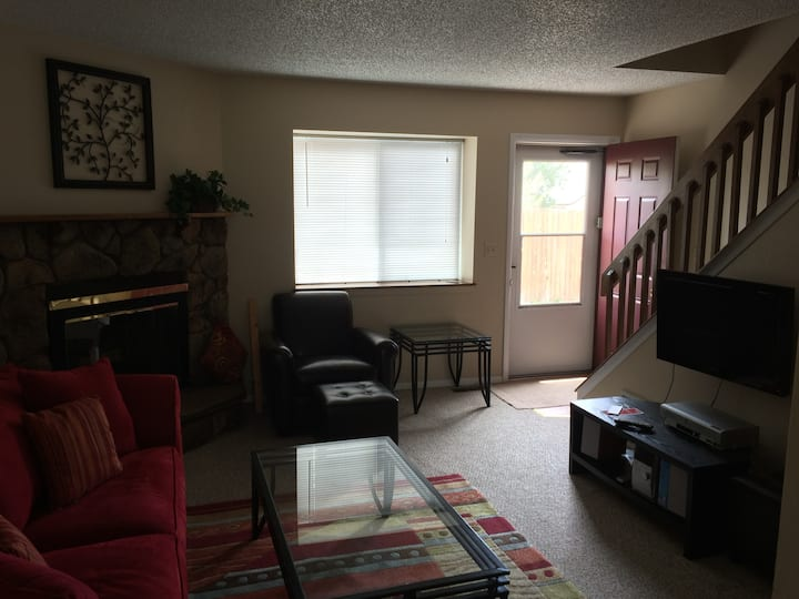 Extremely clean fully furnished 2 bedroom