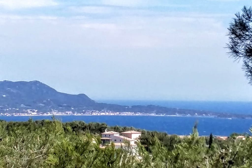 View of the Bay of Bandol from the upper terrace.