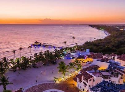 Cadaques Caribe, 3 habitaciones vista a la playa