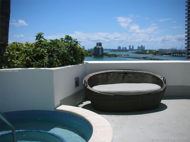 ^Miami Vice 41st Floor  Balcony & Hot tub