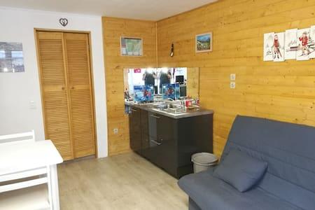 Studio au centre de Murol - Murol - Flat
