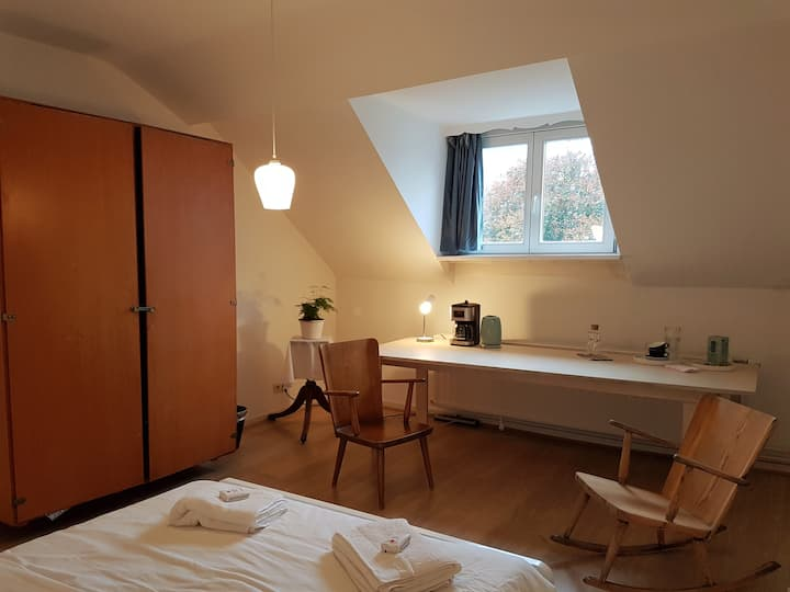 Your own SAFE  floor in a townhouse near Flagey