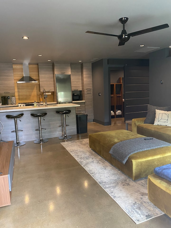 Modern Carriage House near Old Fig with over 600sf