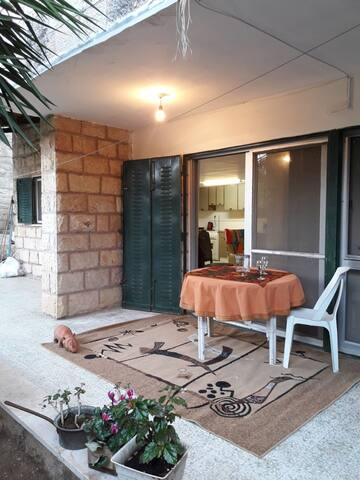 Cozy Motza Garden Apartment