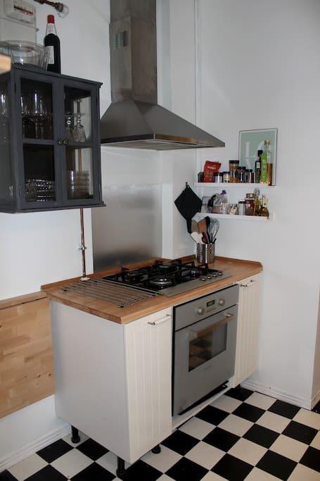 Eget Køkken med gaskomfur og ovn