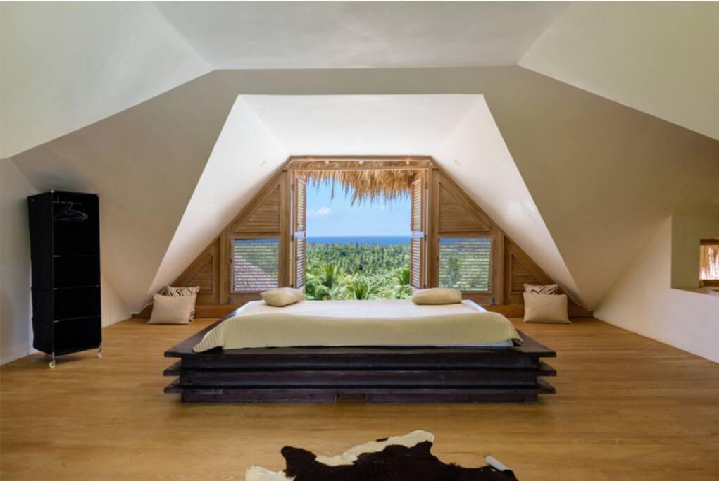 Vista al mare Letto 2.5*2.5 metri camera 1 con jacuzzi aria condizionata 2 divani letto