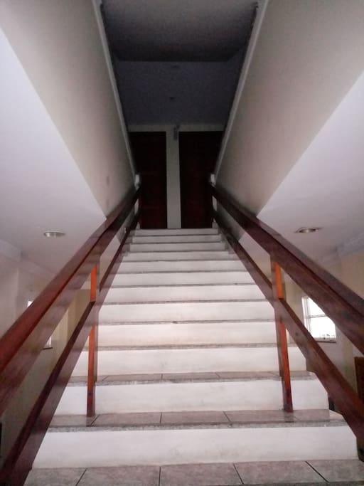 Escada de acesso, 1 andar.