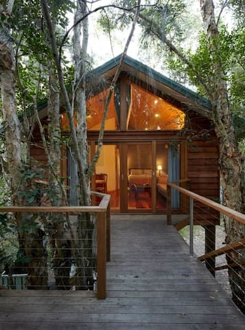 Treehouse in the Bush by the Beach!