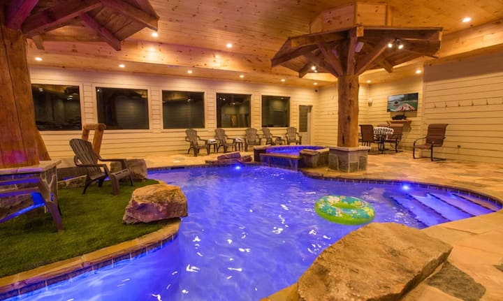 Secluded Mountain Lodge w/huge indoor pool & views