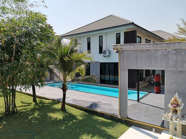 Pool villa 680SQM living space, 6bedrooms,13 guest
