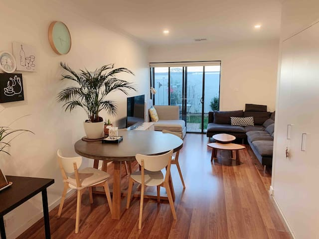 Clean townhouse with double QS master room