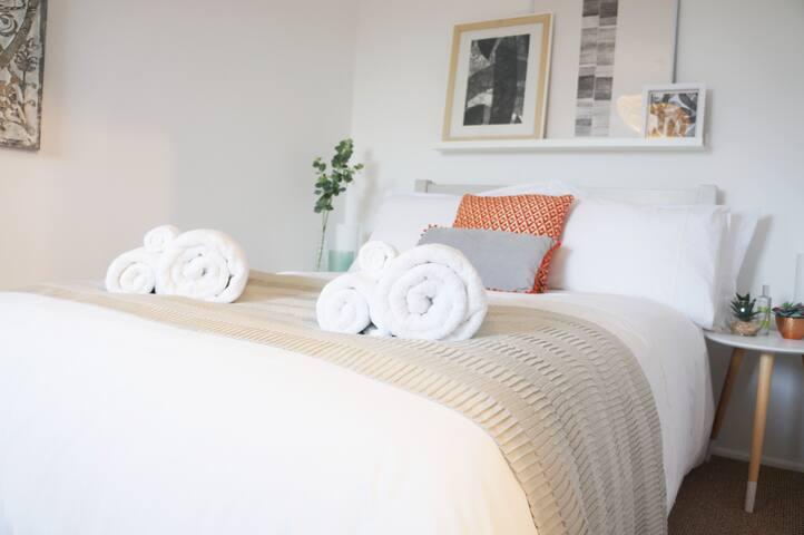 Calm & Tasteful Bedroom