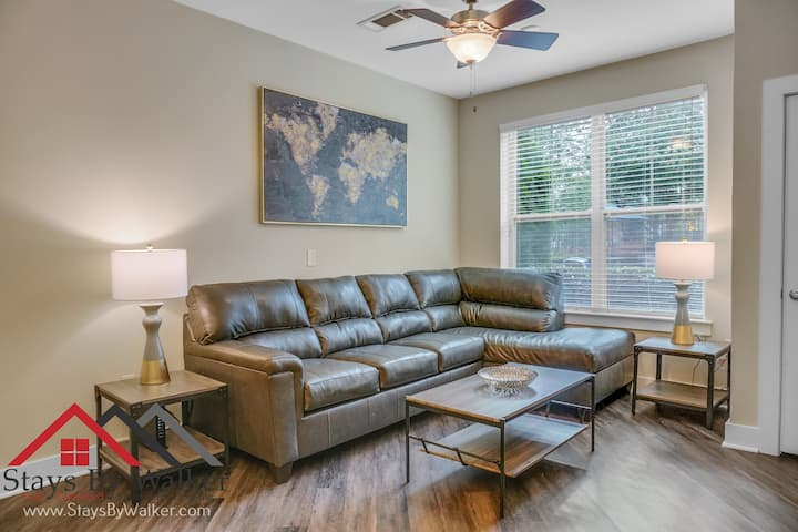❤️ King Bed ★ 1BR SouthPark Condo ★ WiFi + Cable (900 SqFt)