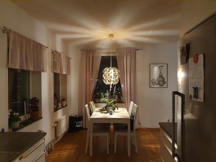 Fräsch, charmig, ljus lägenhet i ett fint område.