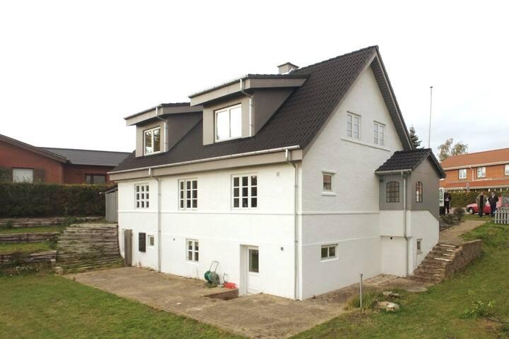 Stor villa tæt på Odense C med 4 private værelser
