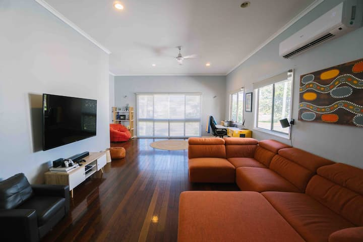 1 Bedroom Queenslander with private pool