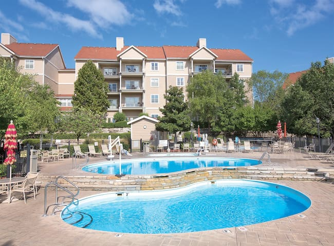 Outlets, Winery or Theme Park 1BR Condo close by