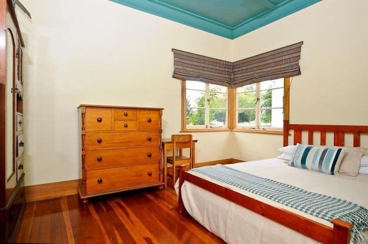 Claudelands House - King Bed