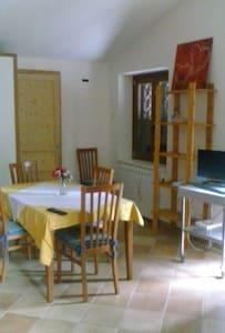 villetta per famiglie con giardino - roio piano
