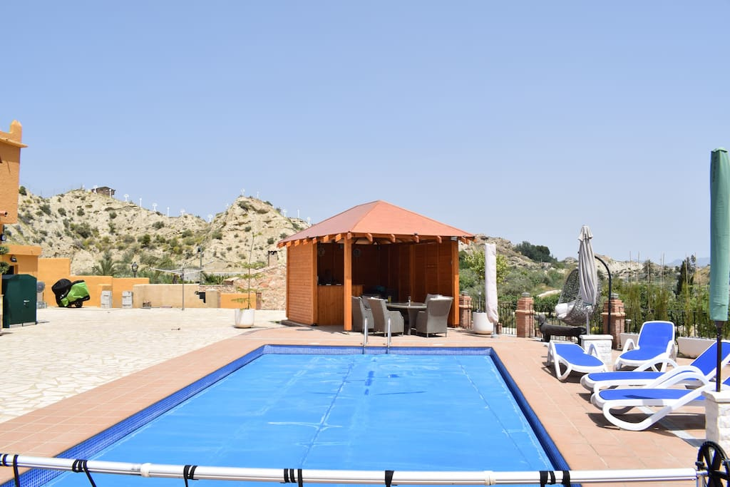 Pool and summer house with bar