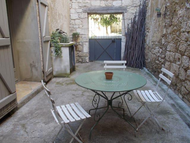 Gîte au coeur de la bastide de Saint-Clar - Saint-Clar - Apartment