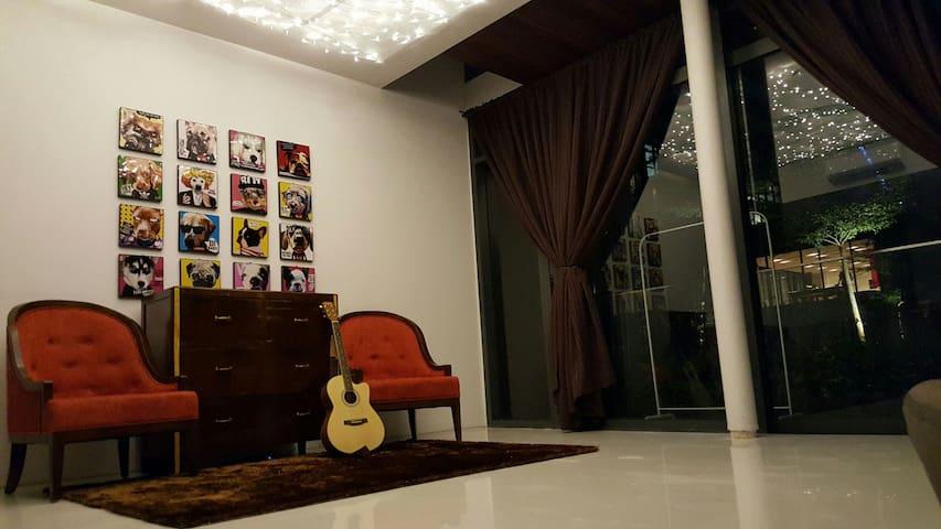 Luxury Modern Balinese Duplex Unit - Kuala Lumpur - Apartment