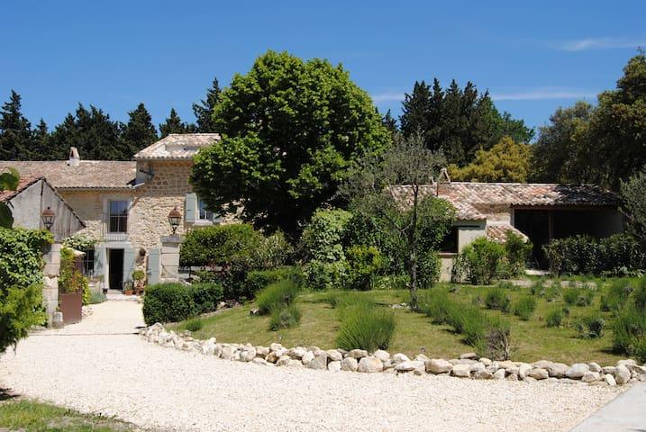 le Lavoir du Lauzon,bastide de charme en Provence