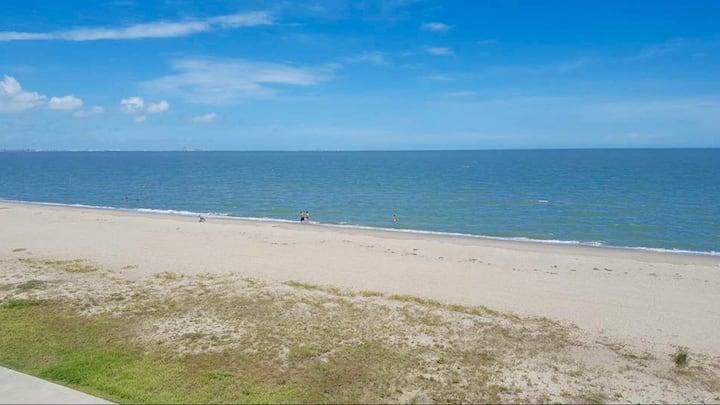 Mili's Beachfront Condo