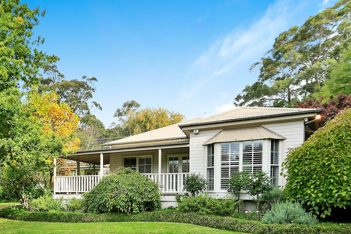 Mirrabooka – divine country cottage, dreamy garden - Burrawang - Huis