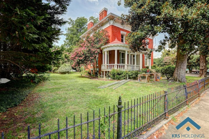 """Experience The """"Lincoln Home"""" Overnight & Wedding"""