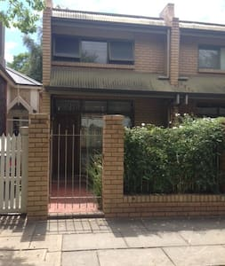 Townhouse Minutes from the CBD - North Adelaide