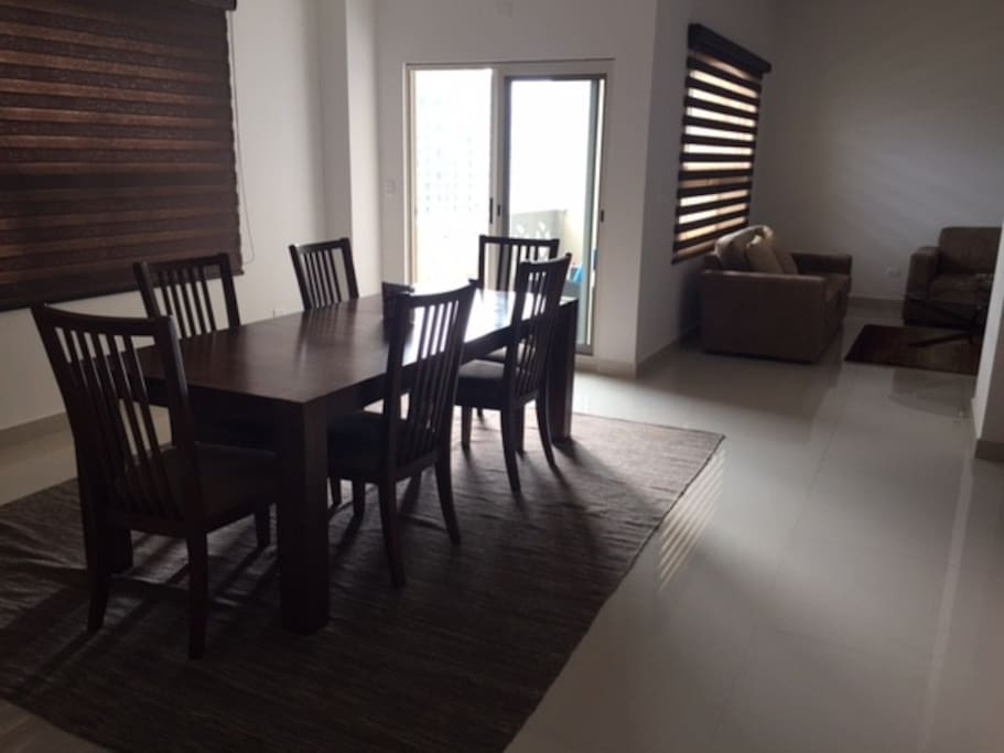 Dinning room up to 8 people.