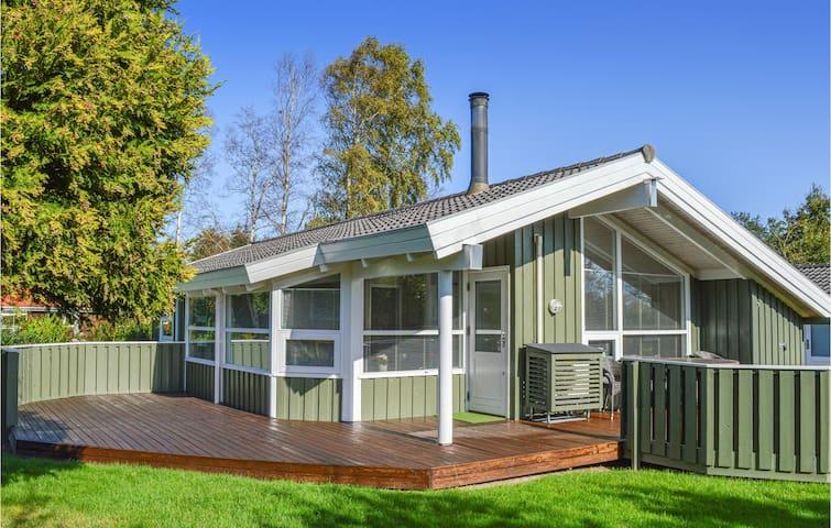 Holiday cottage with 3 bedrooms on 82m² in Ålbæk