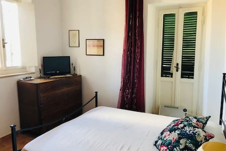 Lilium, lovely double room with TV and valley view