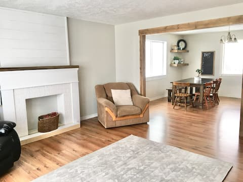 Large family friendly space, 20 min from Waterton