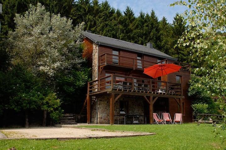 Chalet duplex, parking, jardin avec vue sur forêt à Rendeux