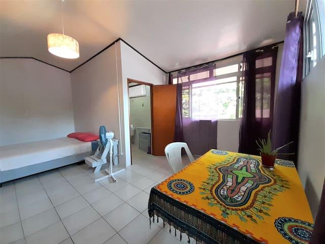 Chambre avec Salle de bain-Surf, chill,meet, enjoy
