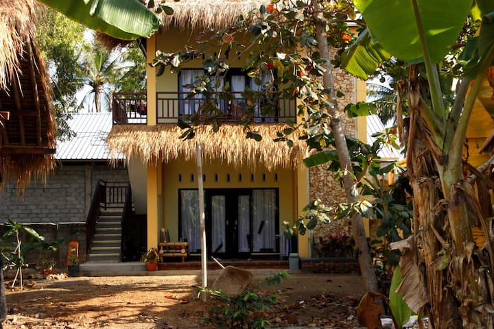 Cewin's Homestay Familie / Group Bungalow